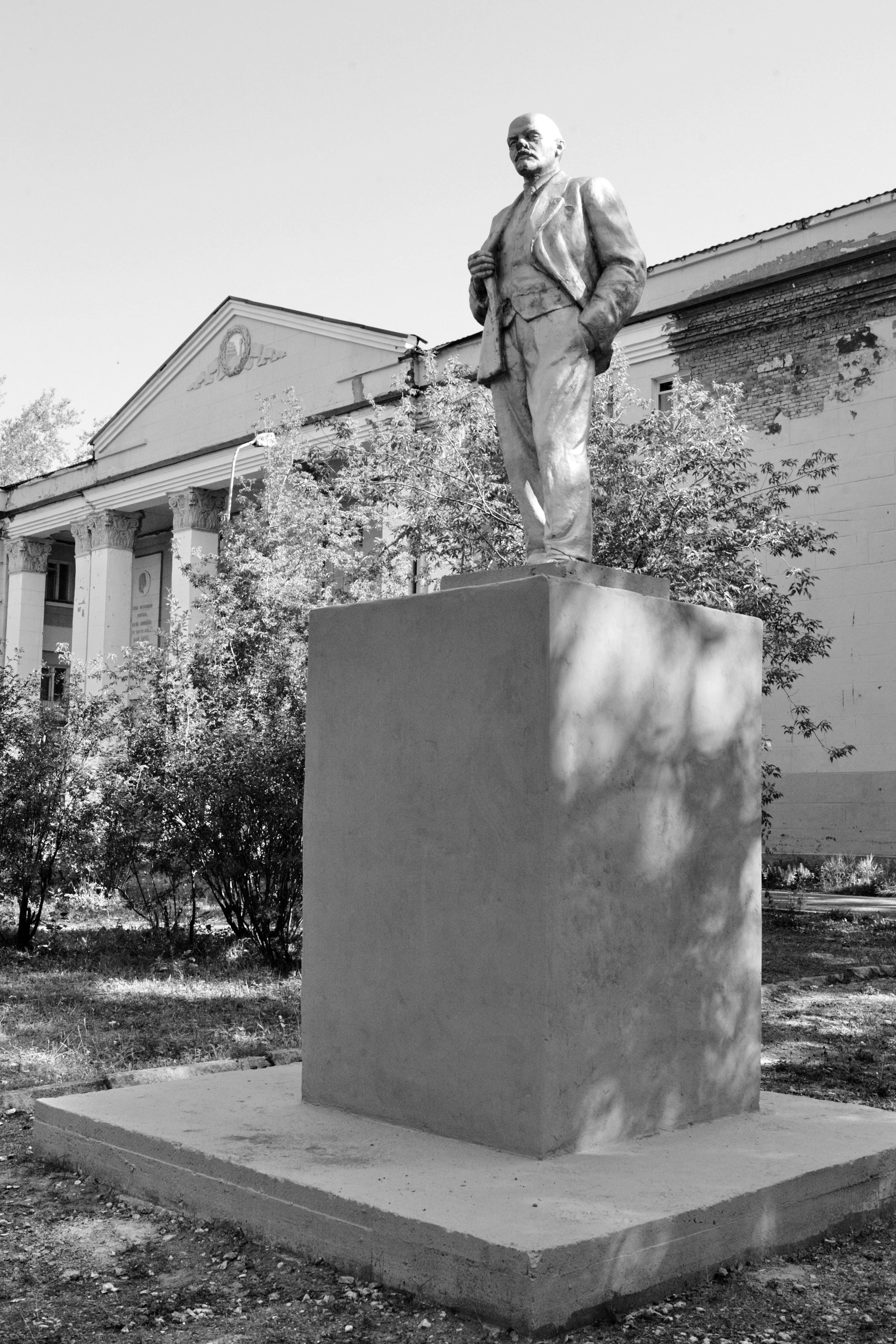 Эконом памятник Пламя Чусовой Ваза. Покостовский гранит Театральная